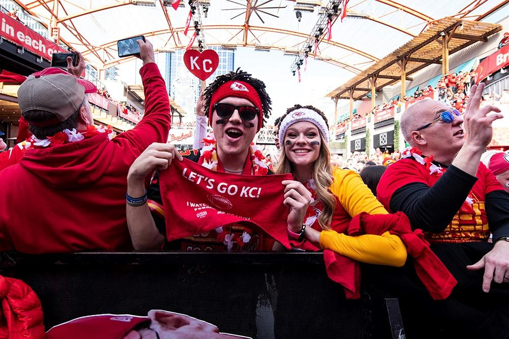 Fans arrived early for a spot in downtown Kansas City. (Photo by Julie Denesha, KCUR)