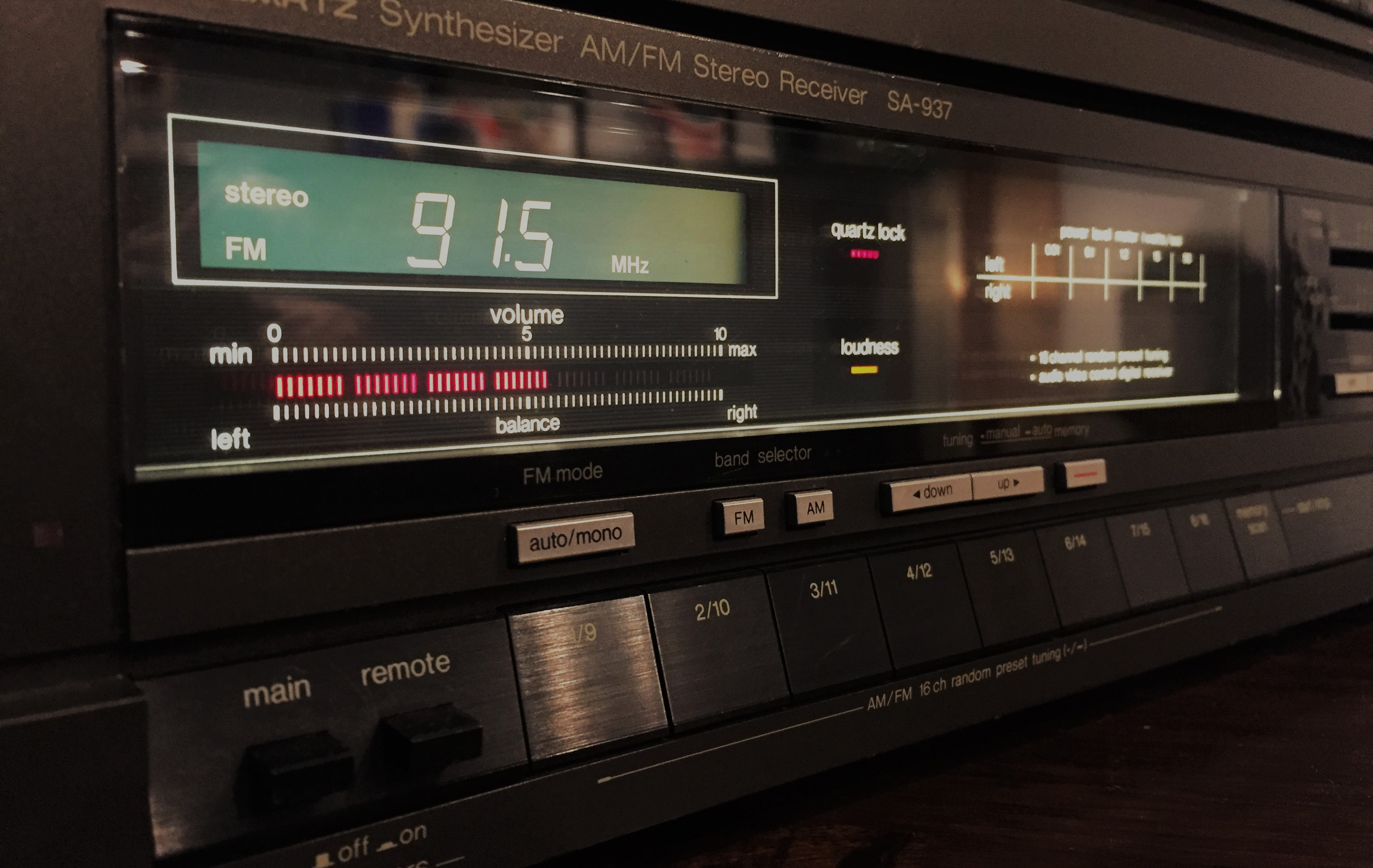 A gently-used AM/FM receiver purchased at a previous Audio-Reader Facebook Live audio sale! (Photo by J. Schafer)