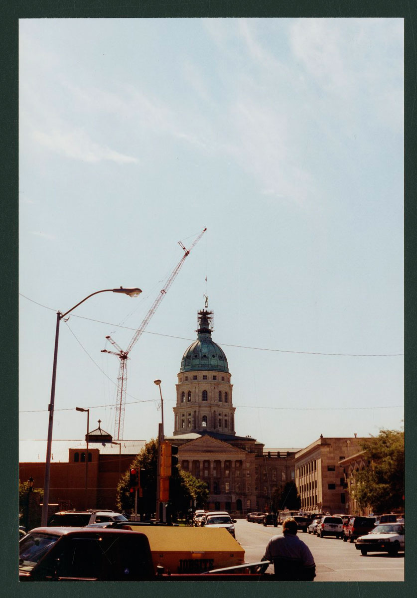 The first attempt to install the Ad Astra statue on the Kansas capitol in Topeka on October 7, 2002. (Photo Courtesy of Kansas Historical Society / kansasmemory.org)