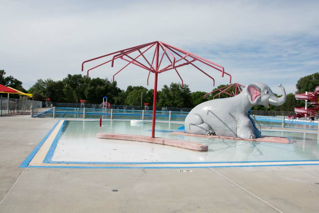 Summertime fun june 30 2017 kansas public radio for Public swimming pools kansas city