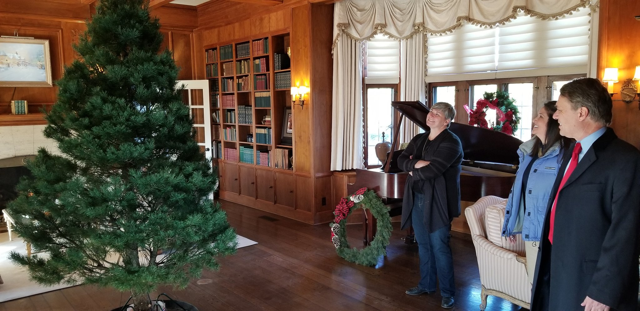 The 2018 Cedar Crest Christmas tree inside the governor's mansion. (Photo by Stephen Koranda)
