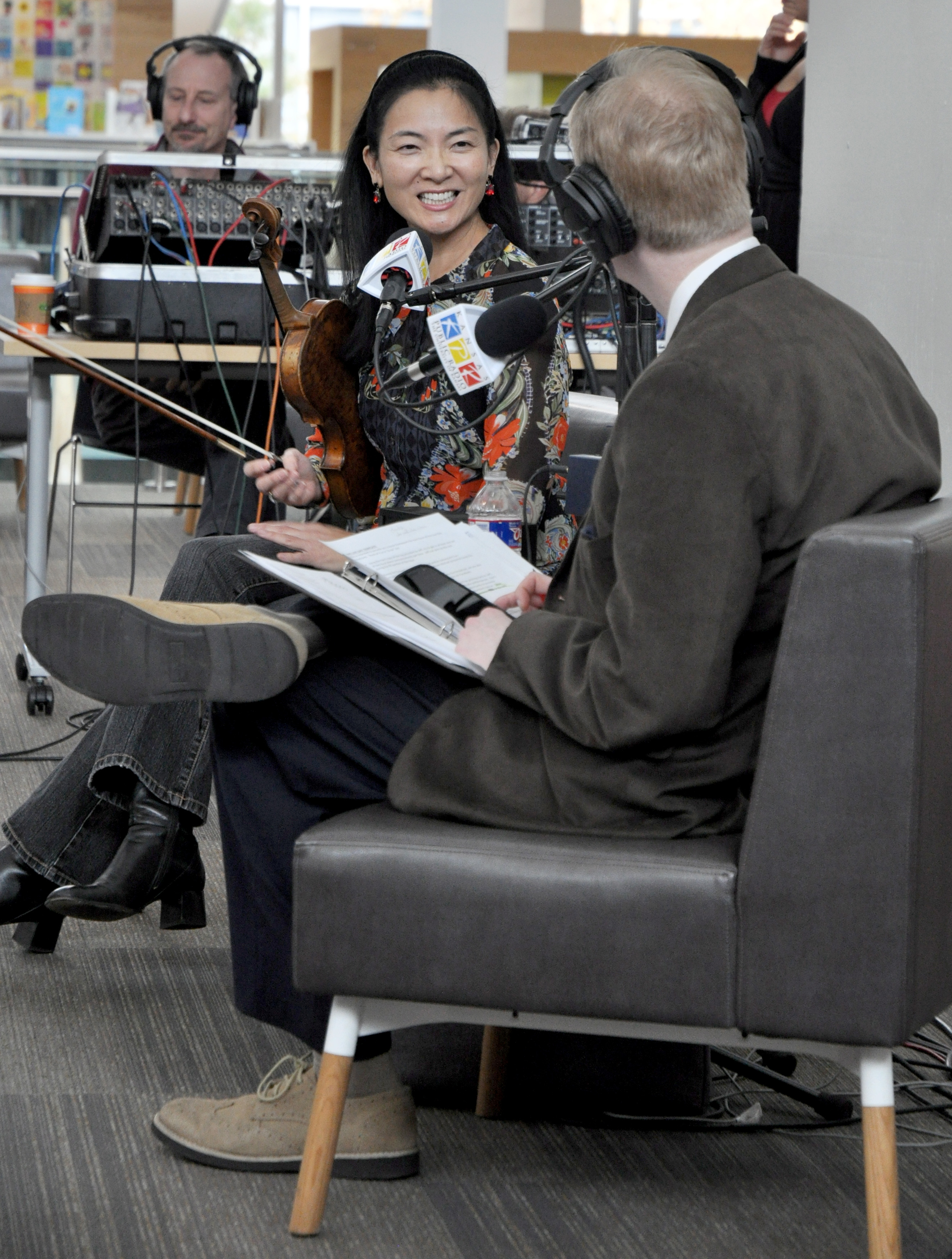 Michael Keelan interviews Elizabeth Suh Lane of the Bach Aria Soloists. Suh Lane is founder-Executive-Artistic Director and violinist of the Bach Aria Soloists.