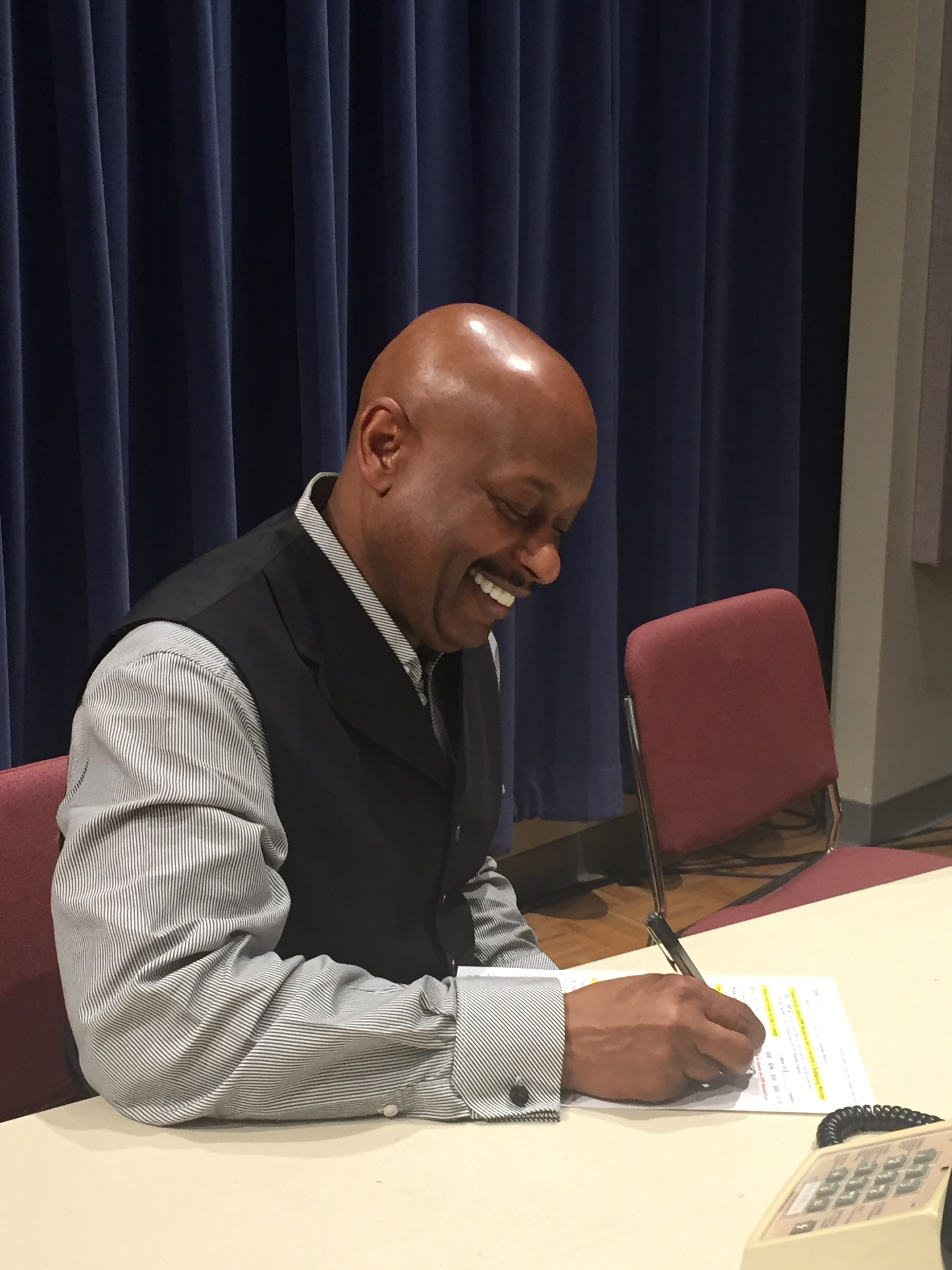 Eugene Williams, Executive Director of KTWU, was our on-air guest during the final shift of the drive. Here he is renewing his pledge to KPR. Thank you, Eugene!