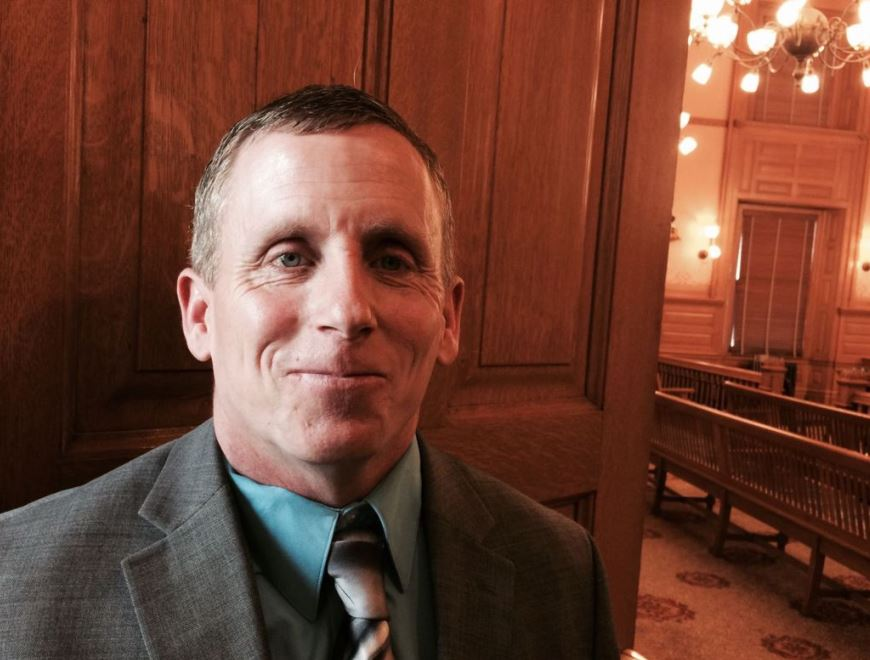 Floyd Bledsoe testified before the Senate Judiciary Committee in favor of a bill requiring the state to compenate wrongly convicted people. (Photo: Hutchinson News)