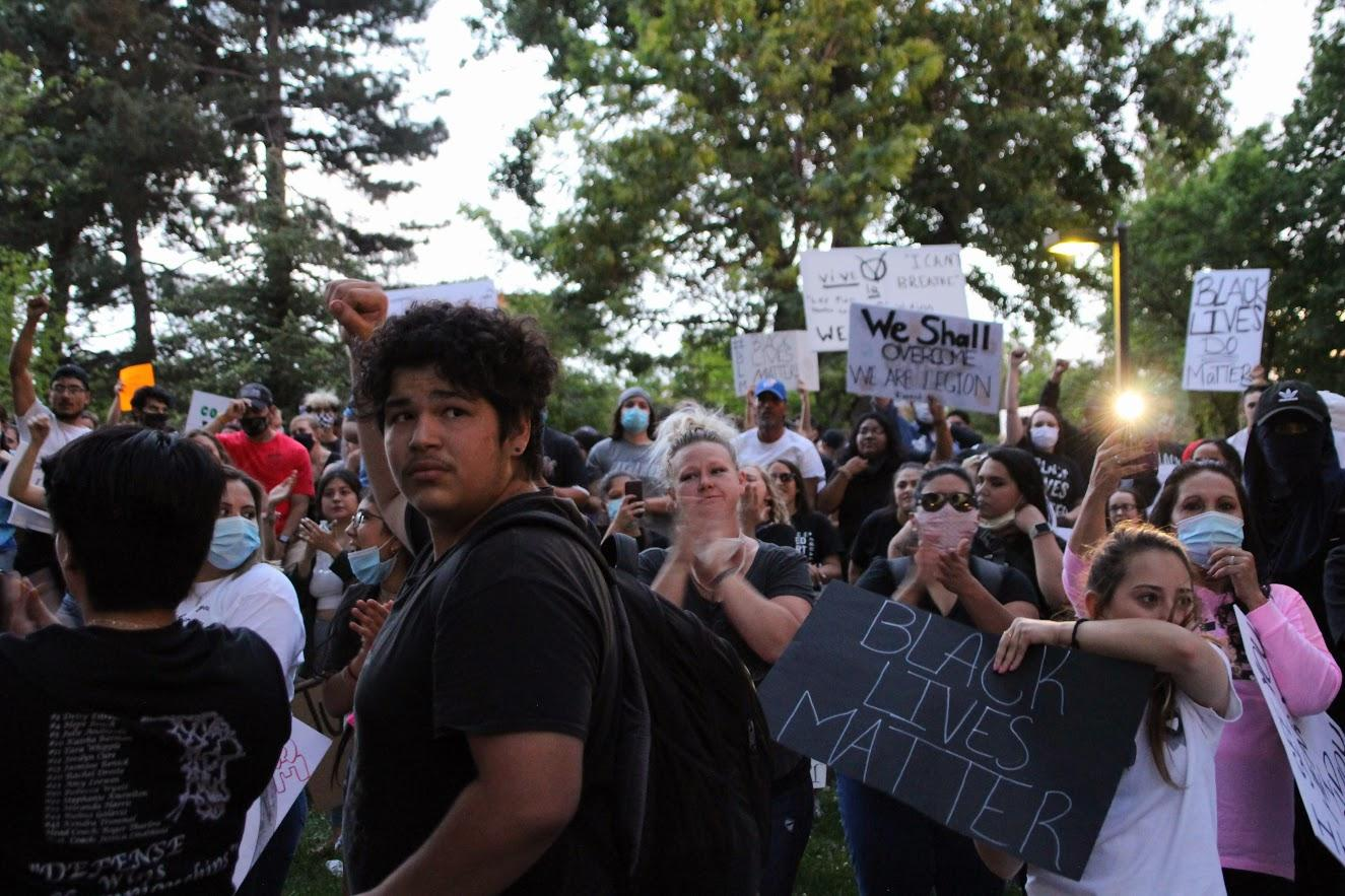 People gathered in the center of the park as the event ended. (Photo by Corinne Boyer, Kansas News Service)