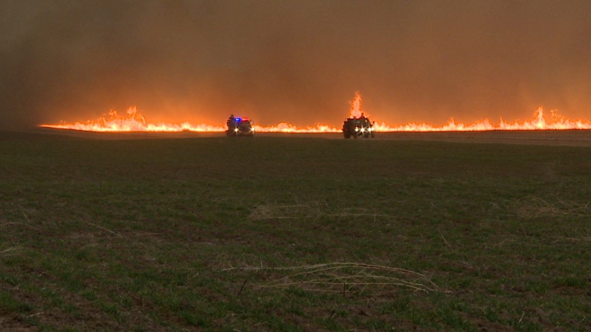 A massive grass fire burning in southwest Kansas. (Photo by KAKE TV in Wichita)