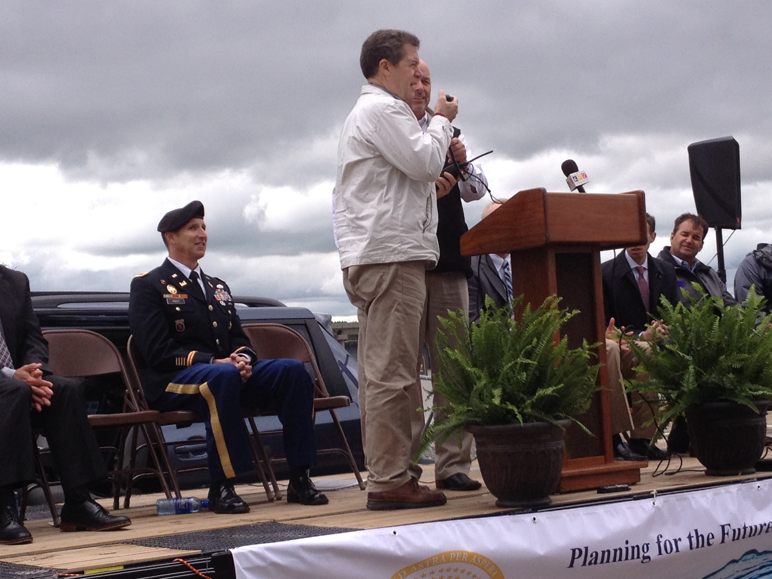Kansas Governor Sam Brownback gives the command to begin dredging the lake. (Photo by Bryan Thompson)