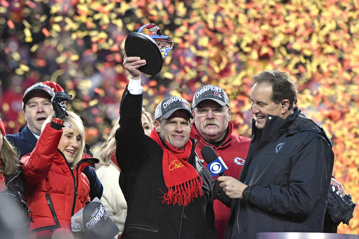 Clark Hunt, owner of the Kansas City Chiefs, lifts the Lamar Hunt Trophy, named after his late father, who founded the franchise. (Photo by Jeff Roberson / AP)