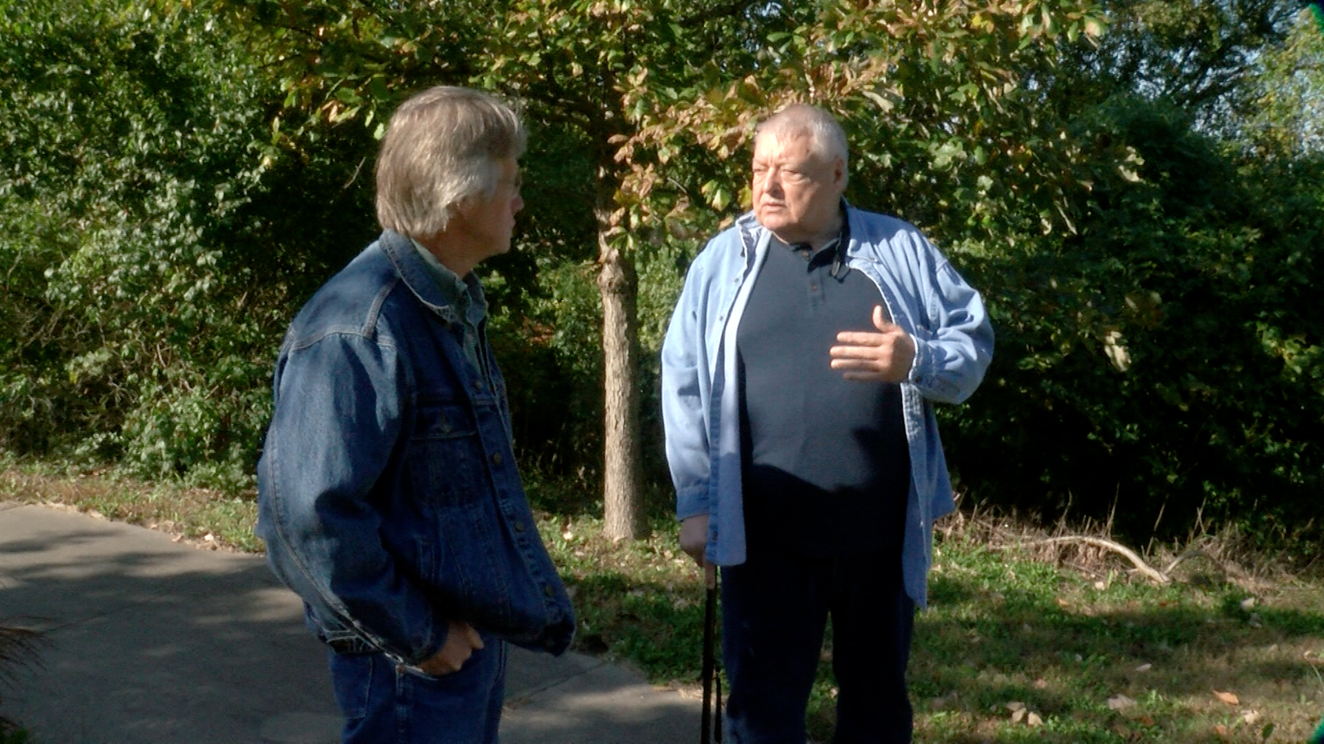 Writer Rex Buchanan (left) speaks with Larry Short, president of the Santa Fe Trail Association. (Photo by Dave Kendall)