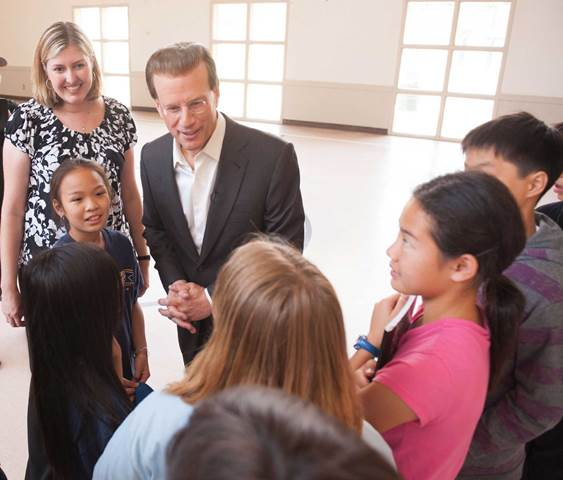 Philanthropist and museum founder Lowell Milken with students (photo credit: The Lowell Milken Center)