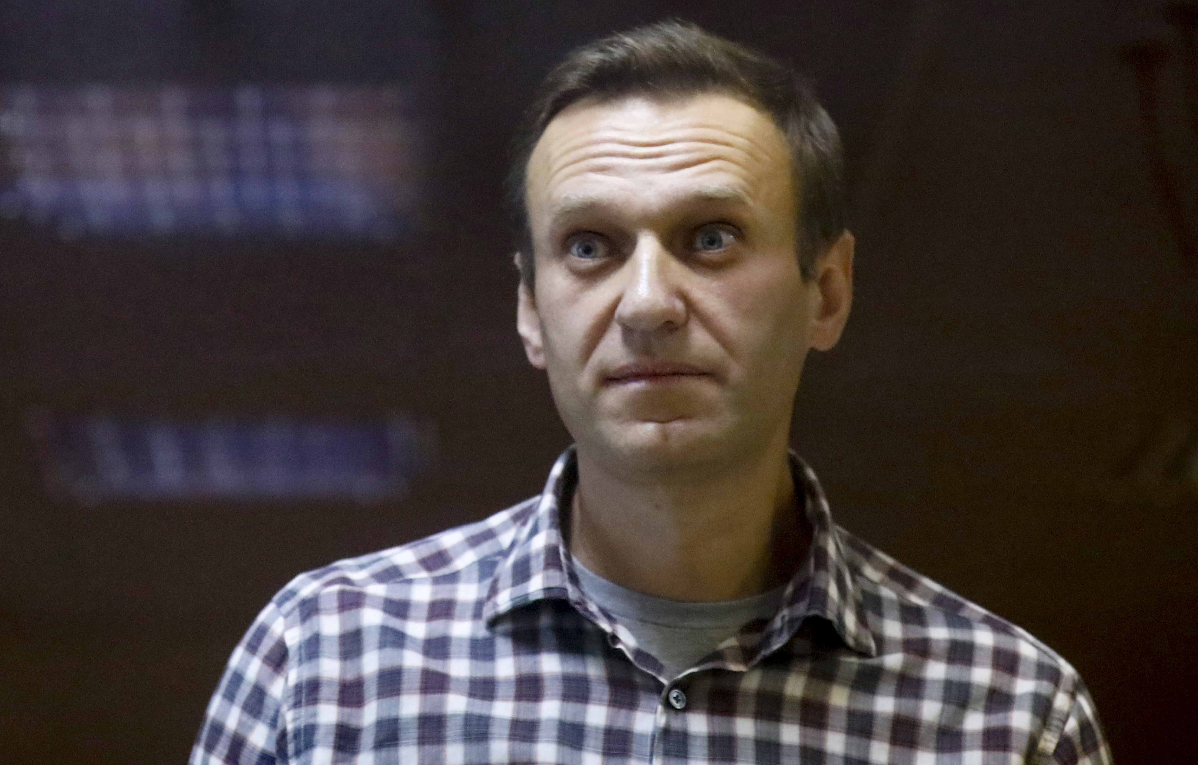 A doctor for imprisoned Russian opposition leader Alexei Navalny, who is in the third week of a hunger strike, said on Saturday that his health is deteriorating rapidly and that the 44-year-old Kremlin critic could be on the verge of death.