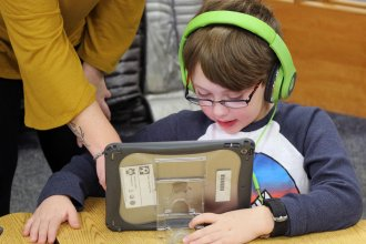 First-graders use iPads during reading lessons at Shawnee Mission School District in 2018. (Photo by Celia Llopis-Jepsen, Kansas News Service)