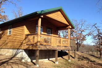 Cabin at Cross Timbers State Park (Photo by Rex Buchanan)