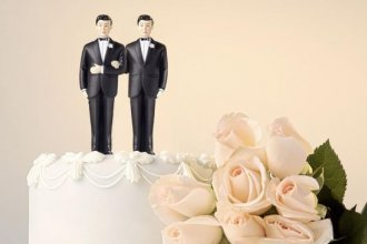 Image of wedding cake with two grooms from Thinkstock, Getty Images.