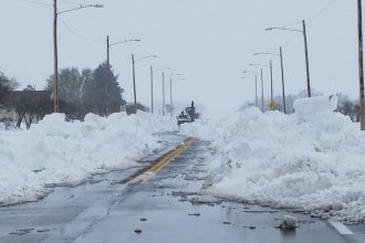 Snow blocks Highway 50 in the west-central Kansas town of Lakin on Sunday. (Photo by Jeff Hilger)