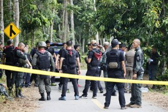Police said gunmen fired at security personnel at a checkpoint in Thailand's insurgency-wracked south, killing at least 15 people and wounding five others.