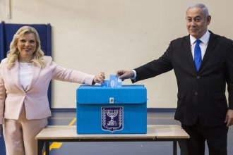 Israeli Prime Minister Benjamin Netanyahu and his wife Sarah cast their votes at a voting station in Jerusalem on Tuesday.
