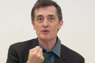 "Roger Rees, the Tony Award-winning Welsh-born actor and director who appeared on TV's ""The West Wing"" and was a mainstay on Broadway died Friday night. He was 71."