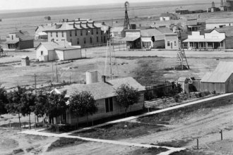 A birds-eye view of Tribune, in Greeley County, Kansas. Date: Between 1900 and 1910 (Photo Courtesy of Kansas Historical Society/kansasmemory.org)