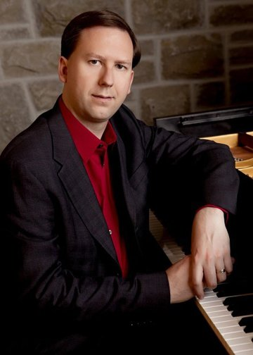 Renowned pianist Christopher Atzinger