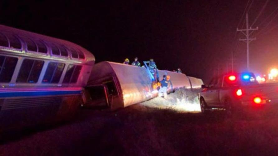 The eastbound Southwest Chief, a daily Amtrak train, derailed in southwest Kansas, injuring 29 people. (Photo by CBS News)