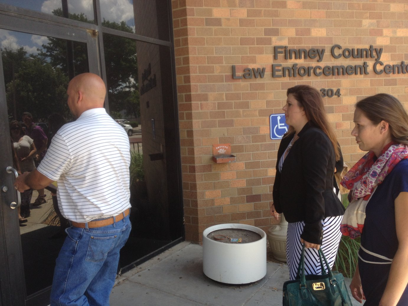 Shona Banda (right) enters the Finney County Law Enforcement Center with her attorney, Sarah Swain (center). Photo by Bryan Thompson
