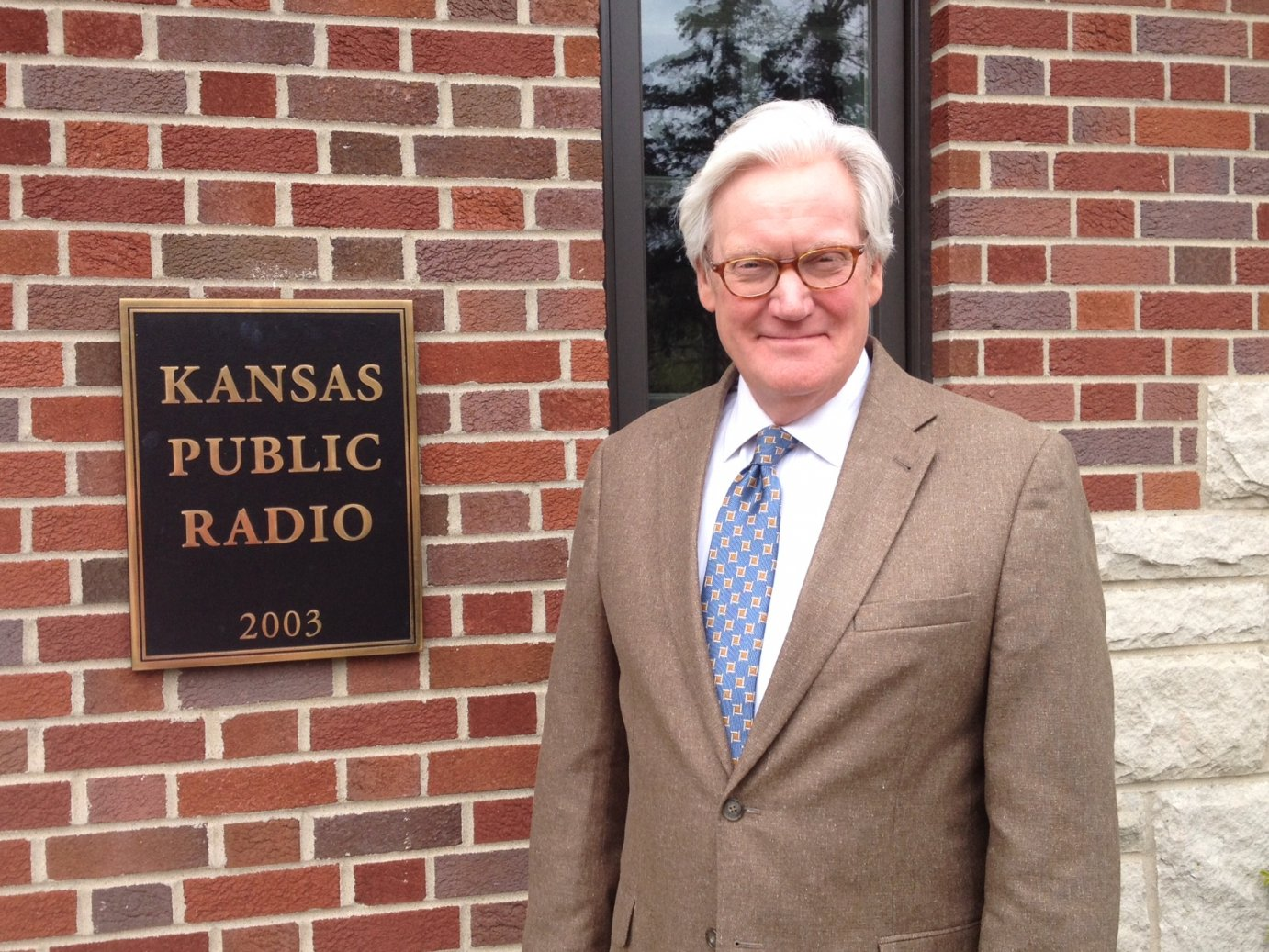 NBC's Bob Dotson outside Broadcasting Hall on the KU campus (Photo by J. Schafer)