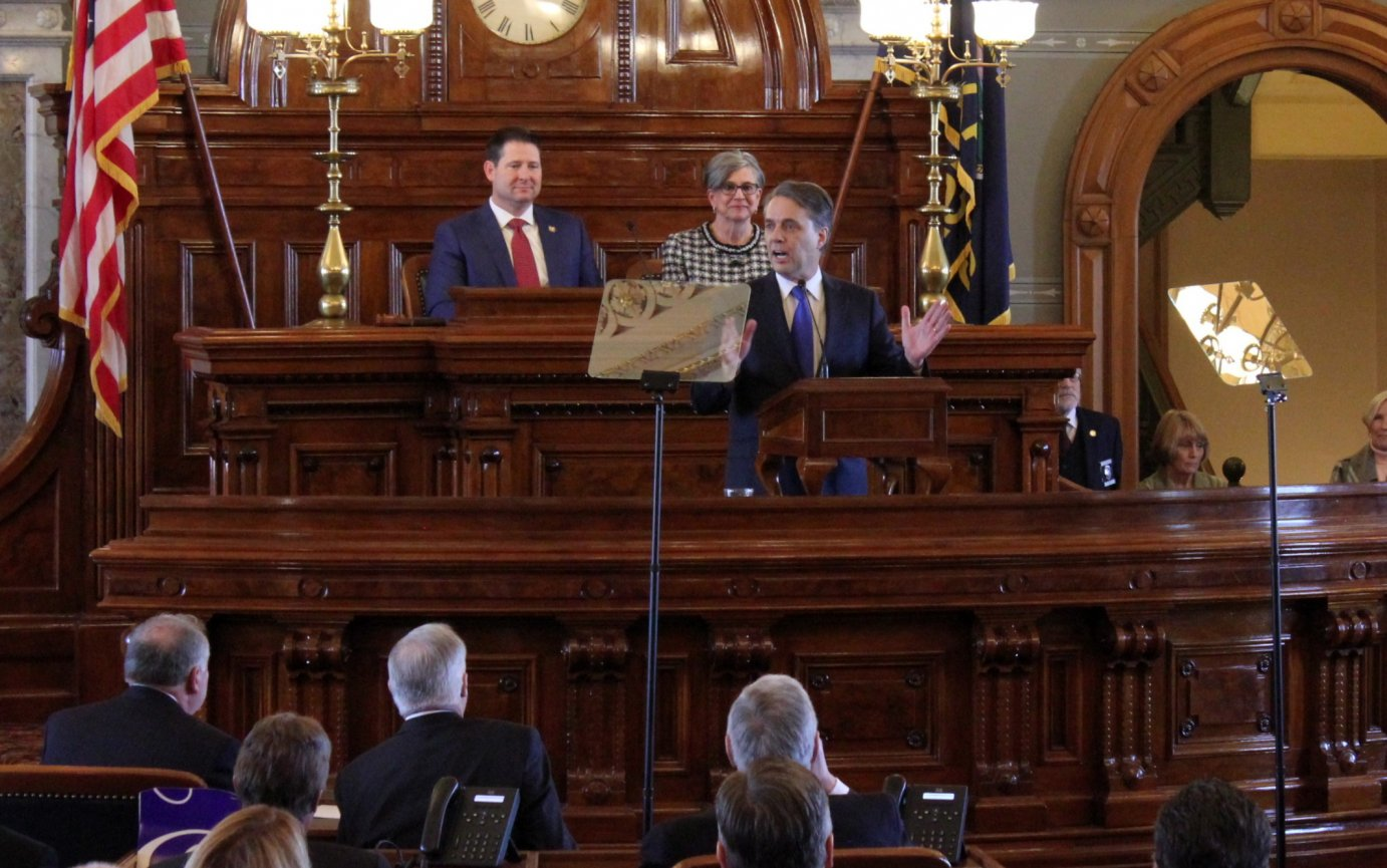 Governor Colyer speaking to Kansas lawmakers. (Photo by Stephen Koranda)