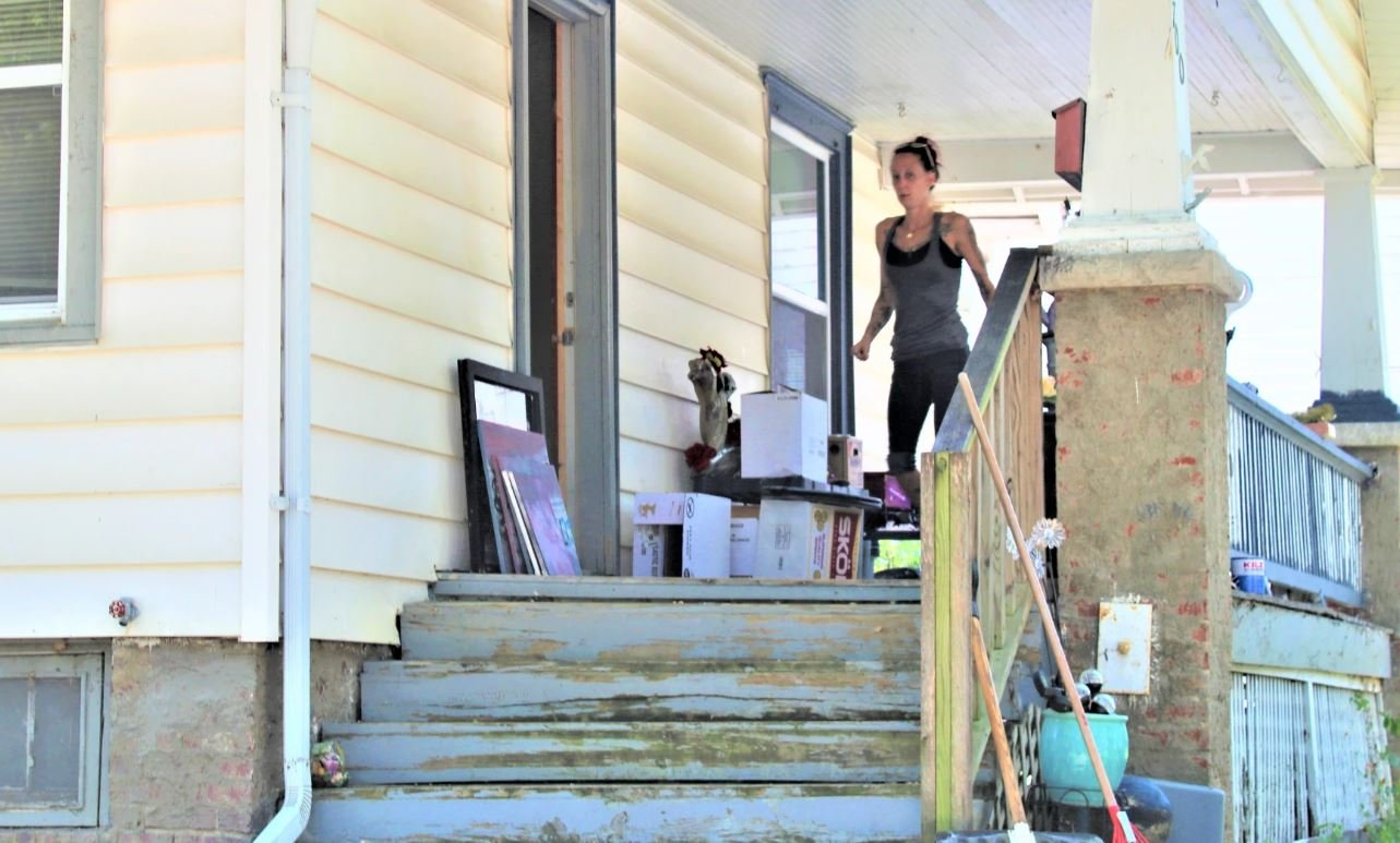 Sheena Mooney moving after being evicted from her Topeka rental home. (Photo by Jim McLean, Kansas News Service)