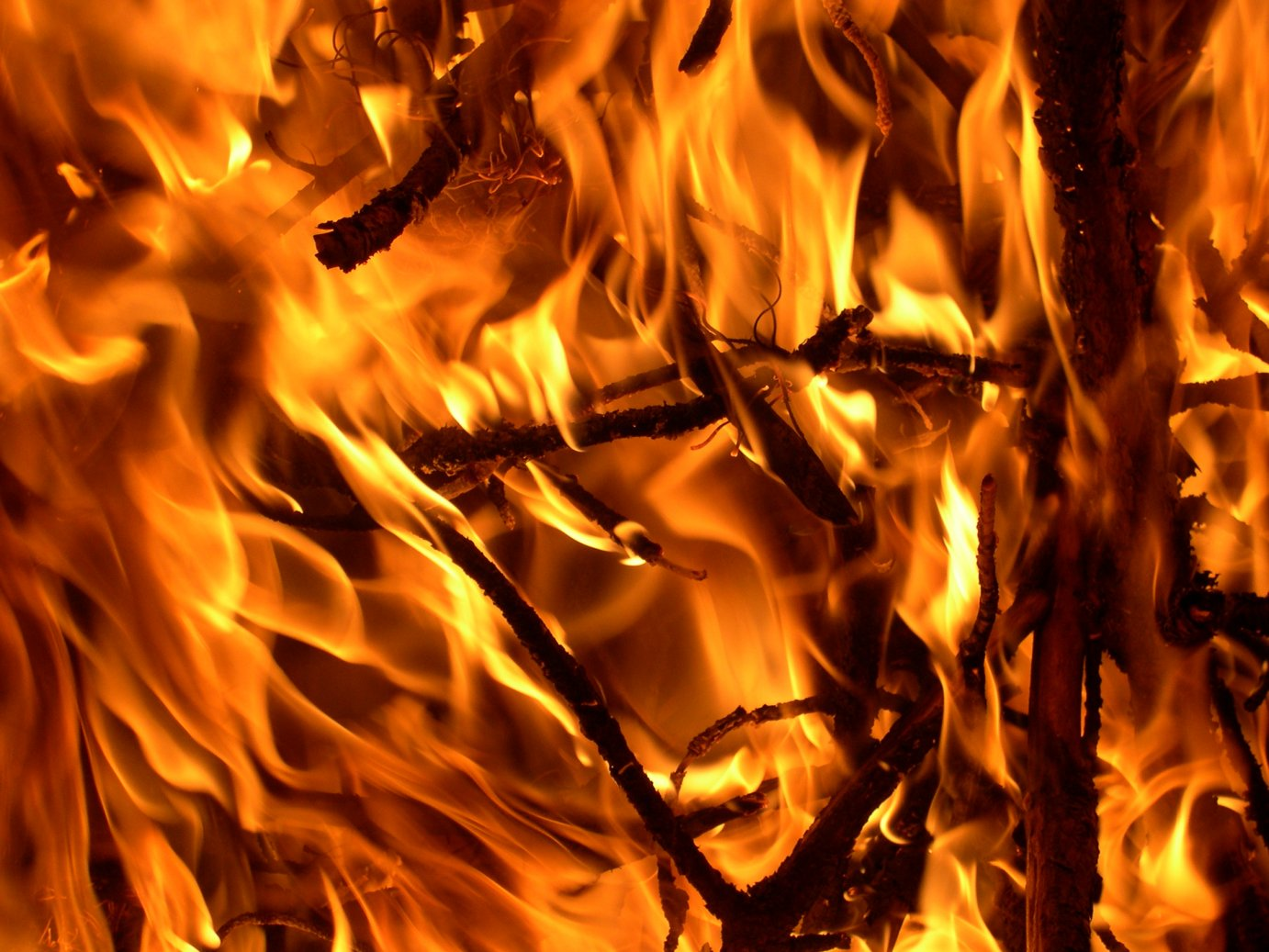 Wildfires are burning up thousands of acres in south central Kansas.