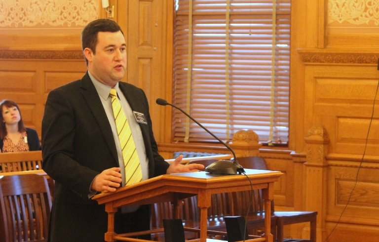 Rep. Brett Hildabrand explains the bill before the House Federal and State Affairs Committee. (Photo by Stephen Koranda)