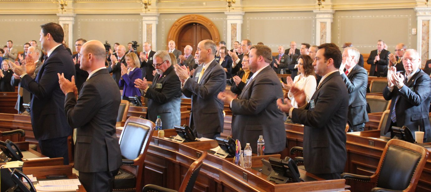 House members applaud as lawmakers are sworn in on the first day of the session. (Photo by Stephen Koranda)