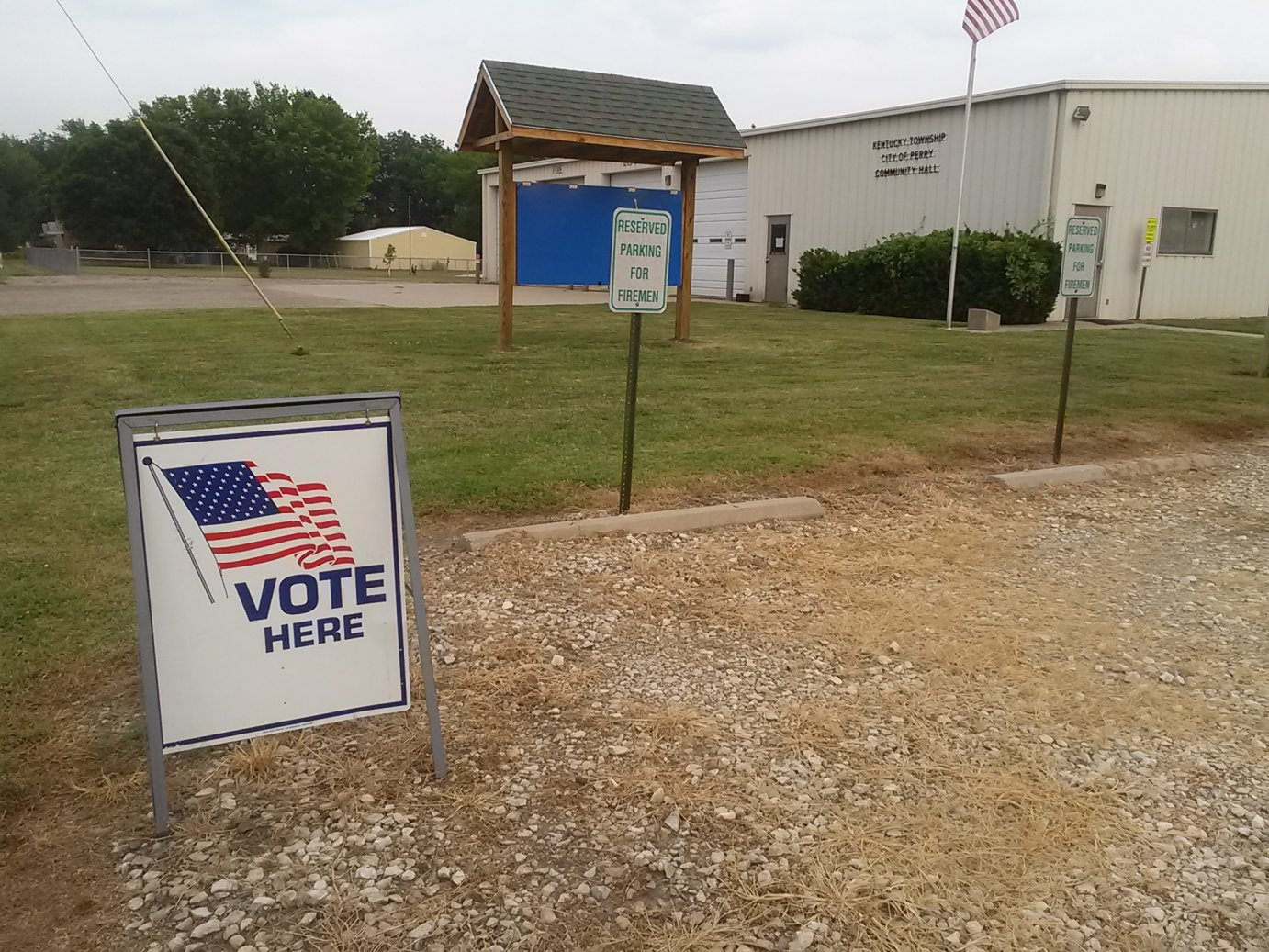 Polling site in Jefferson County, KS (Photo credit: Laura Lorson)