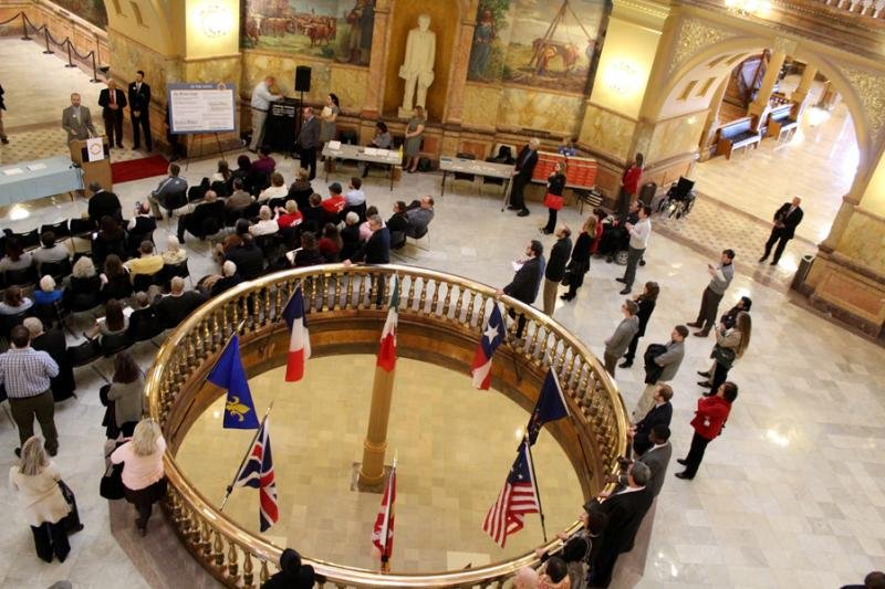 Supporters of the Open Kansas Initiative in the Statehouse rotunda. (Photo by Susie Fagan / KHI News Service)