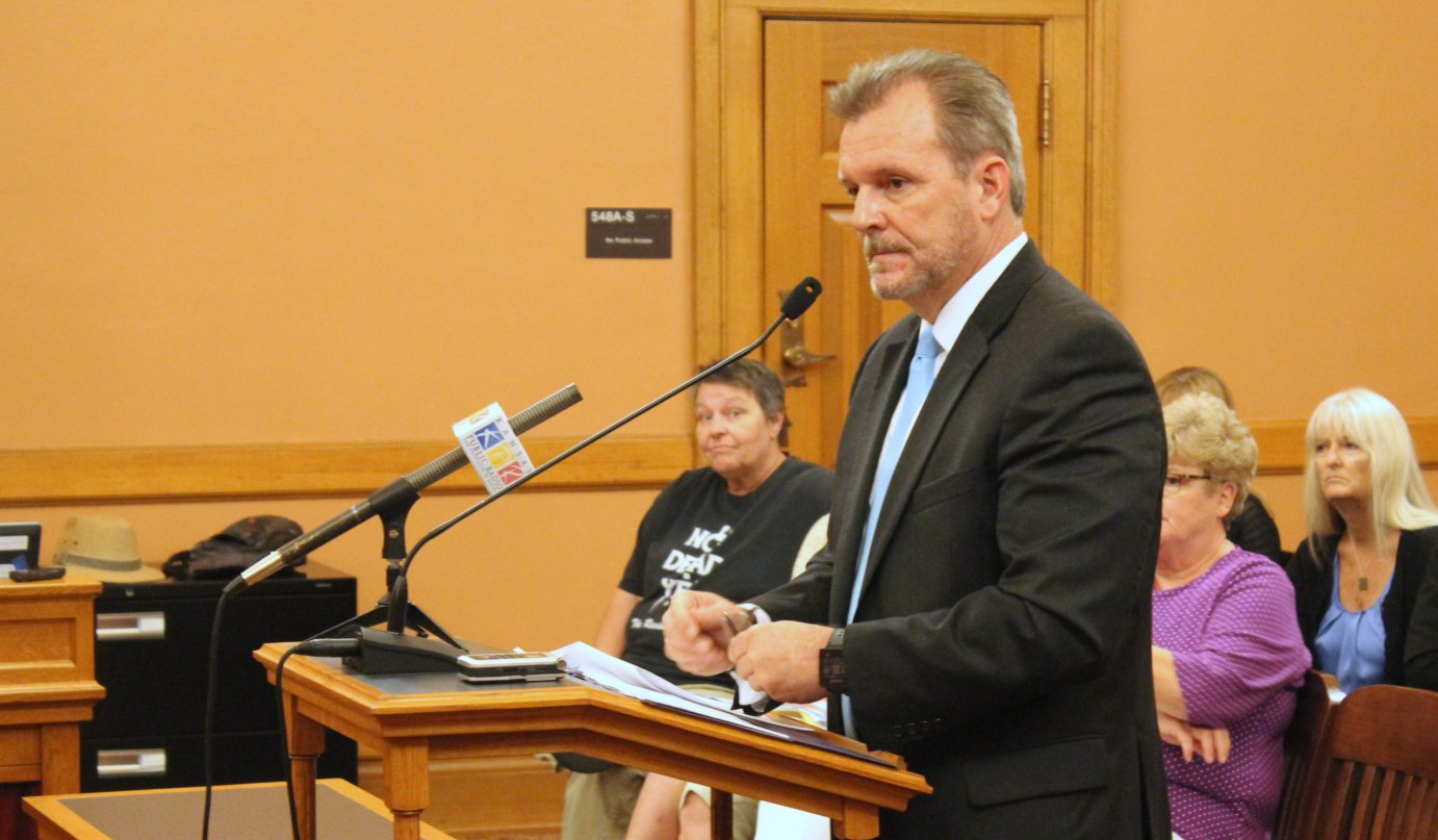 Mike Randol, with KDHE, during his presentation before the committee. (Photo by Stephen Koranda)